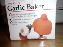 #8025 TERRA COTTA GARLIC BAKER NEW - in Fort Hood, Texas