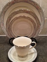 Lenox, Charleston~4- 5 pc-place settings available in Chicago, Illinois